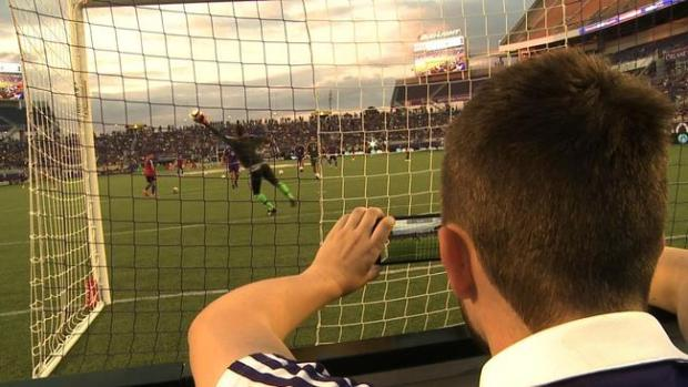os-orlando-city-soccer-social-media-game-night-20150512